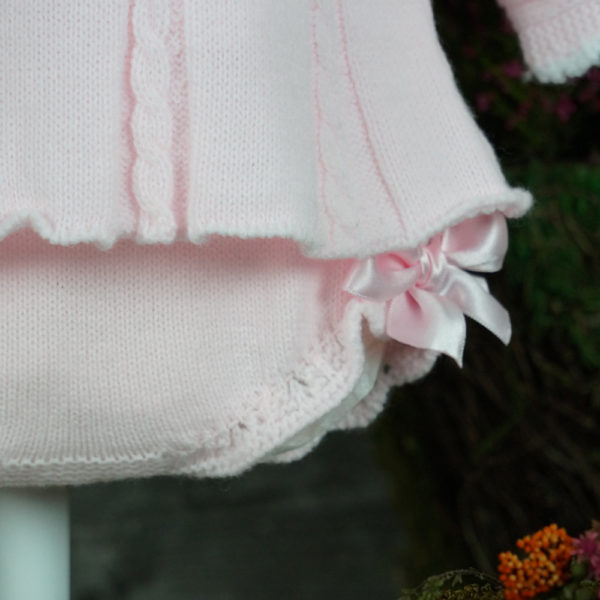 Conjunto vestidito, cubrepañal y capota rosa