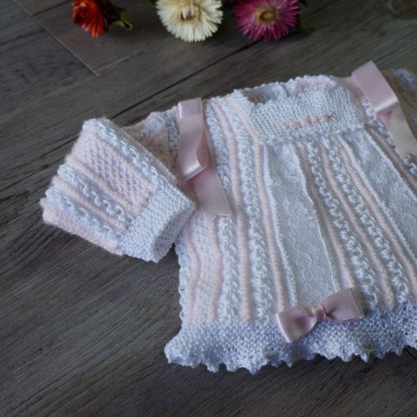 Conjunto chaqueta, gorro y patucos rosa y blanco