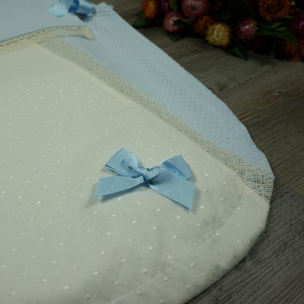 Saco-colcha color celeste y beige