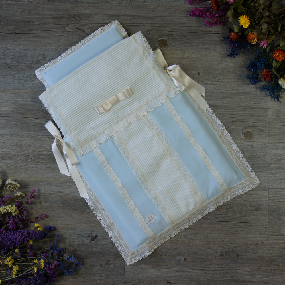 Saco-colcha lencero celeste y marfil