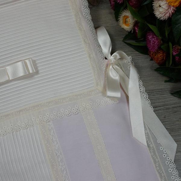 Detalle saco-colcha lencero rosa y marfil