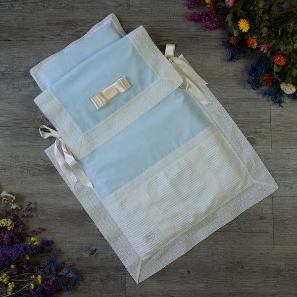 Saco-colcha lencero con jaretas celeste y marfil
