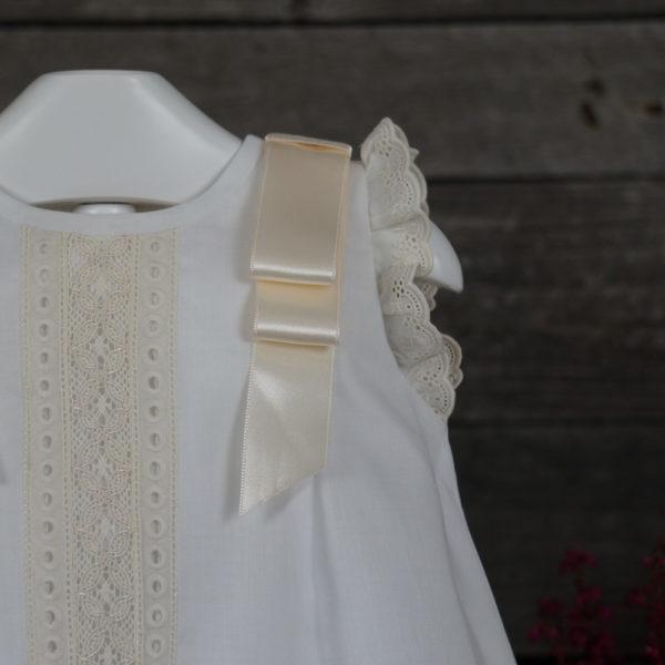Vestido tipo faldón blanco y beige