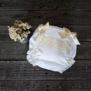 Cubrepañal batista blanco y beige