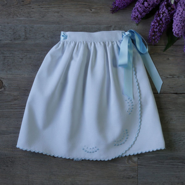 Faldón cintura festoneado blanco y celeste