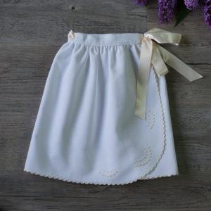 Faldón cintura festoneado blanco y beige