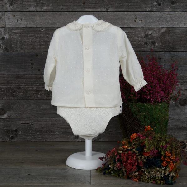 Conjunto blusa y cubrepañal marfil