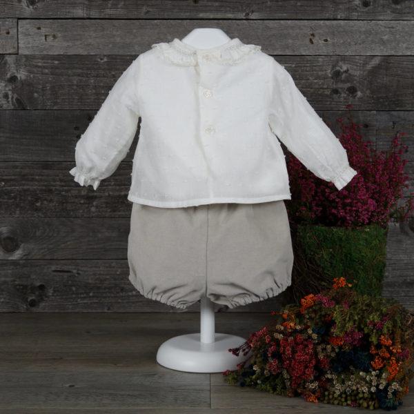 Conjunto pantalón terciopelo y blusa batista