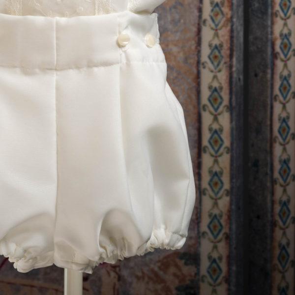 Traje de blusa y pantalón color marfil