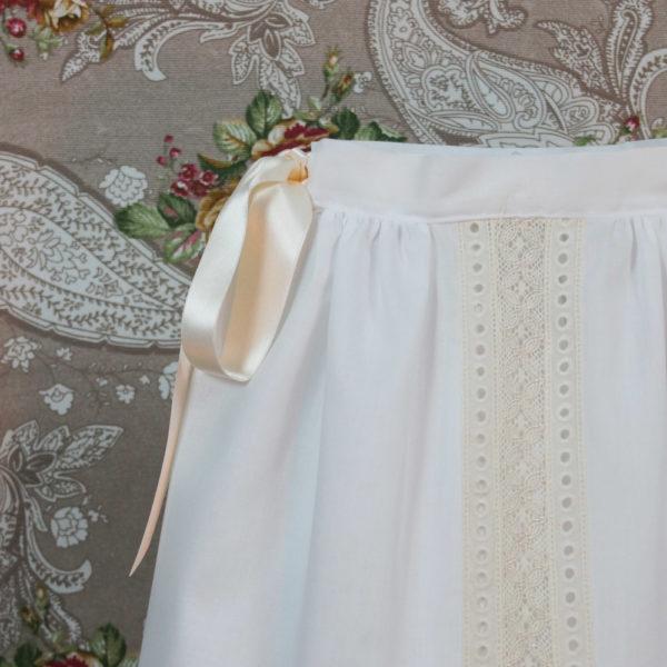 Faldón de cintura blanco y beige