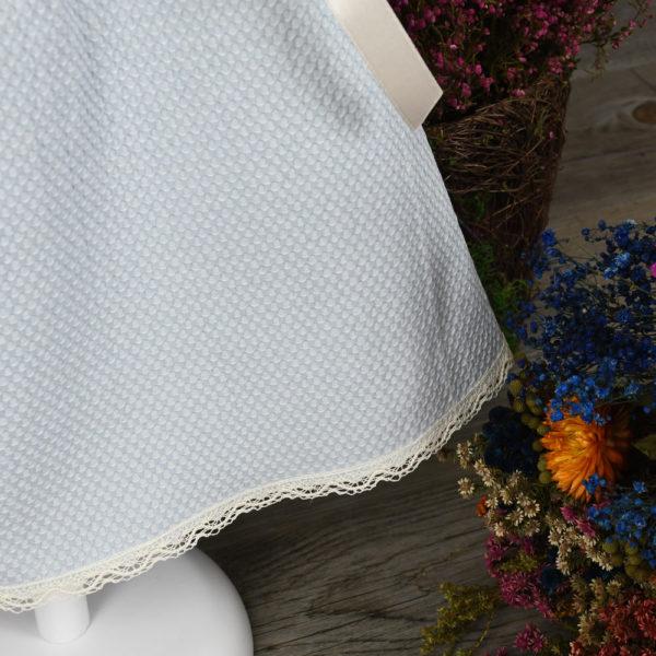 Vestido tipo faldón en tejido de algodón brocado