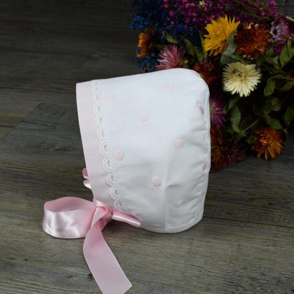 Vestido en muselina blanca con topos rosas